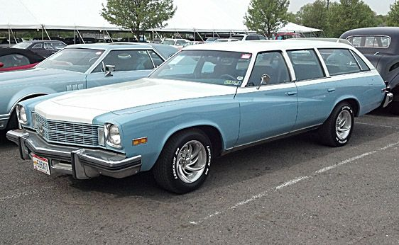 File:1975 Pontiac Grand Safari station wagon AACA Iowa-f.jpg |1975 Catalina Station Wagon Buick
