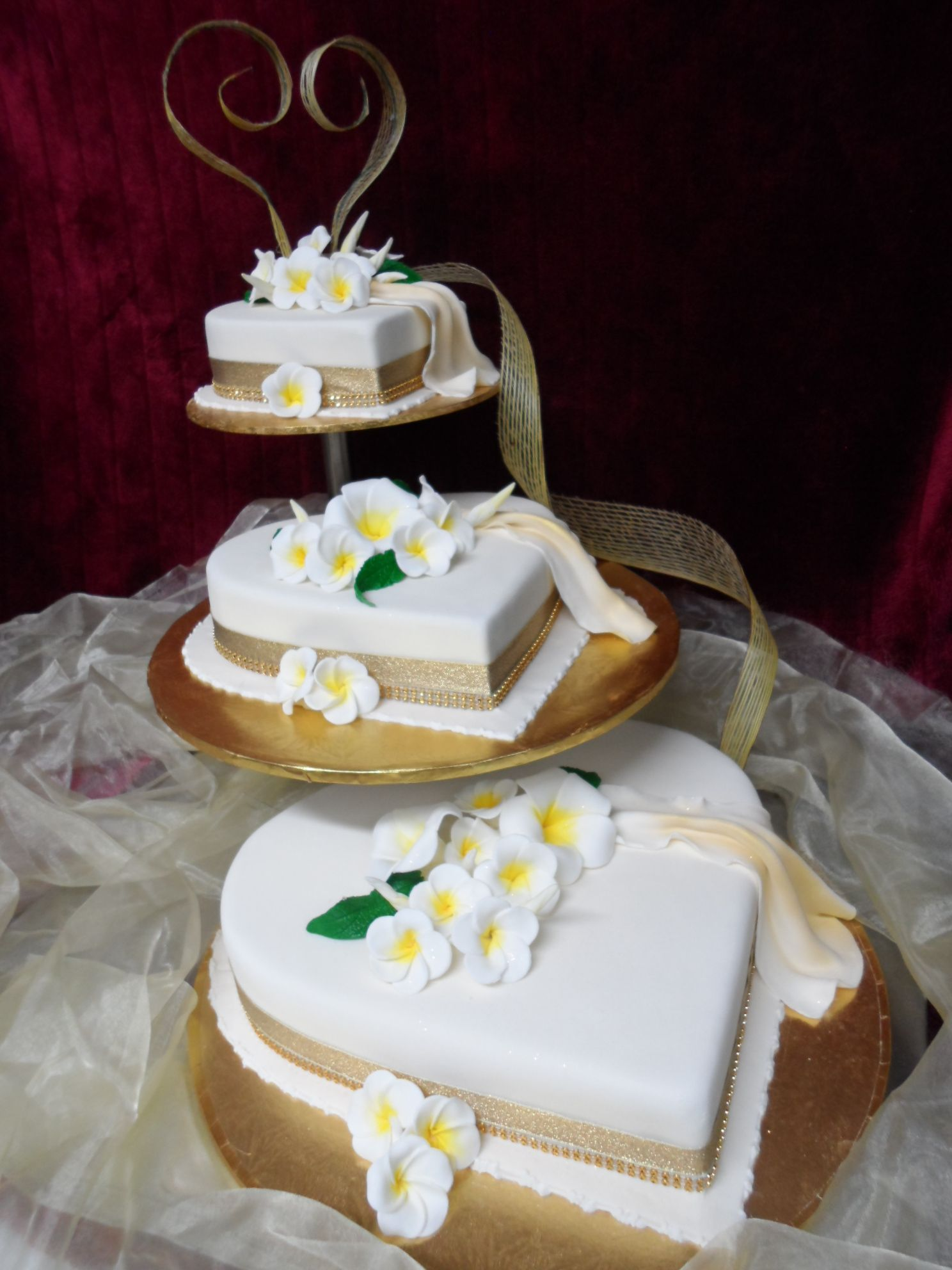 Frangipani Themed Kiwiana Heart Shaped Wedding Cake Best Cakes In Auckland New Zealand Fresco