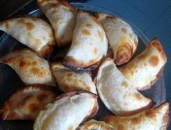 Empanadas de mariscos con arroz, mejillones y almejas