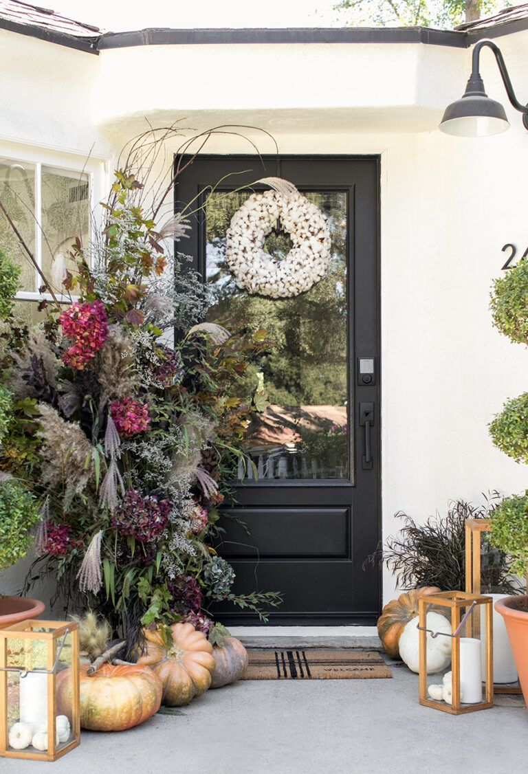 Fall Front Porch Décor Ideas and Inspiration #fallfrontporchdecor How to Create a Beautiful and Welcoming Fall Front Porch #fallfrontporchdecor