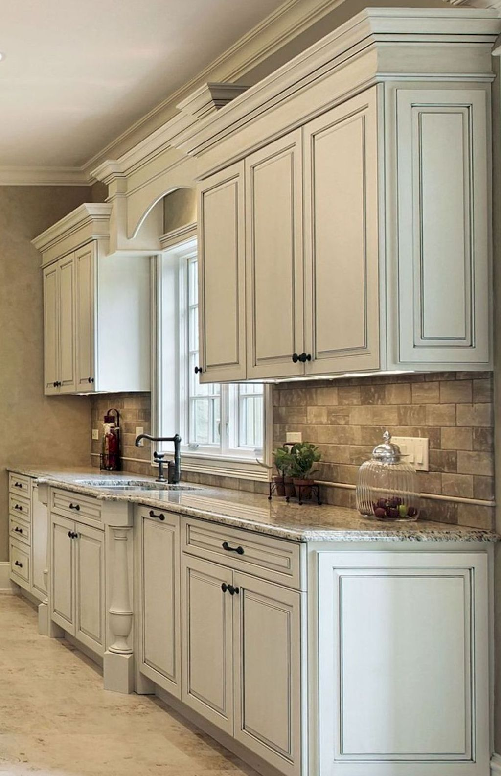 Adorable 100 Amazing White Kitchen Cabinet Design Ideas Https Homearchite Com 2018 02 22 Antique White Kitchen Kitchen Design Antique White Kitchen Cabinets