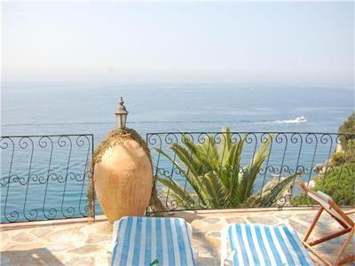 Cliff villa in Spain