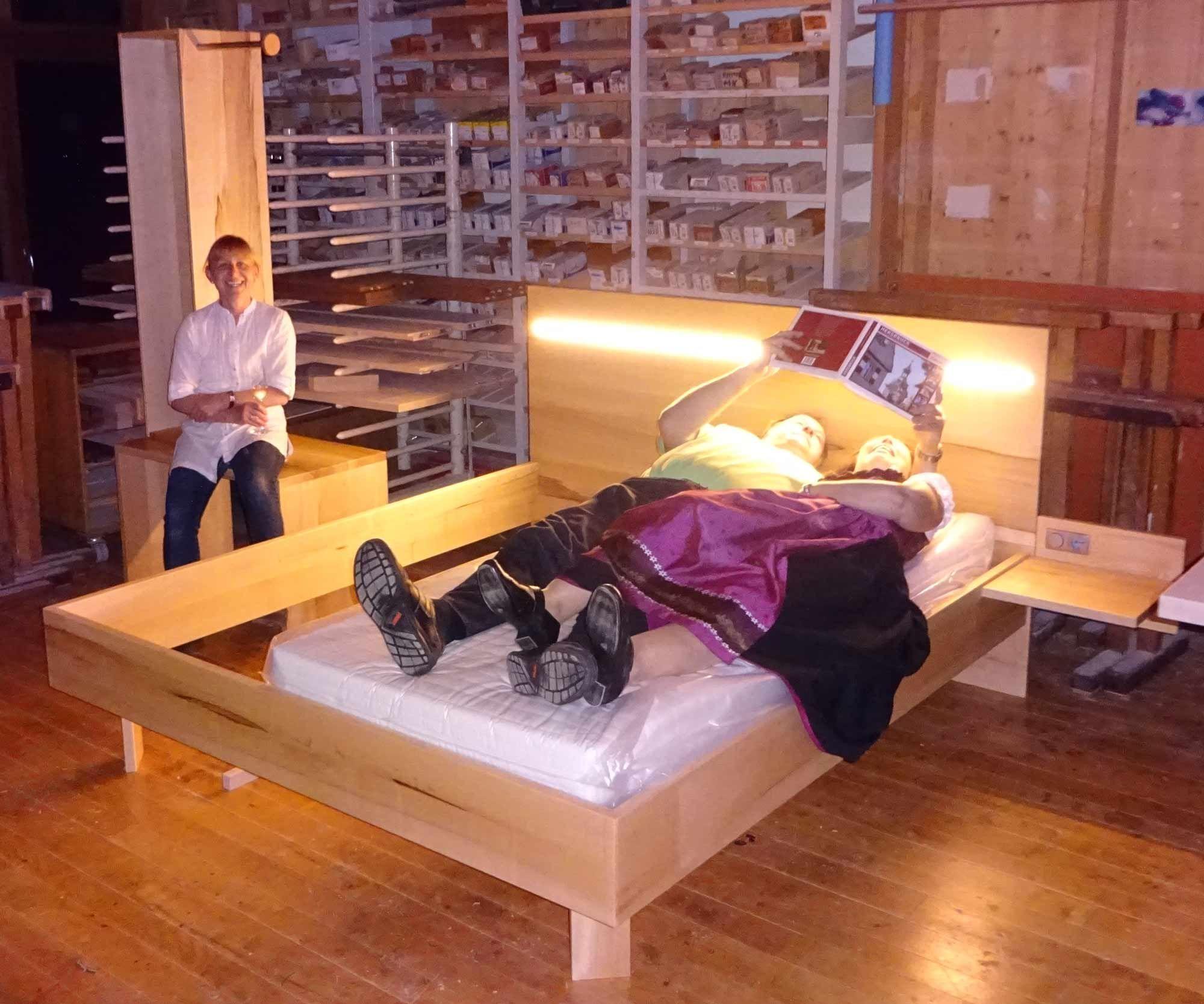Die Möbelmacher hotelzimmertest in der werkstatt mit dem prototyp newsletter 103