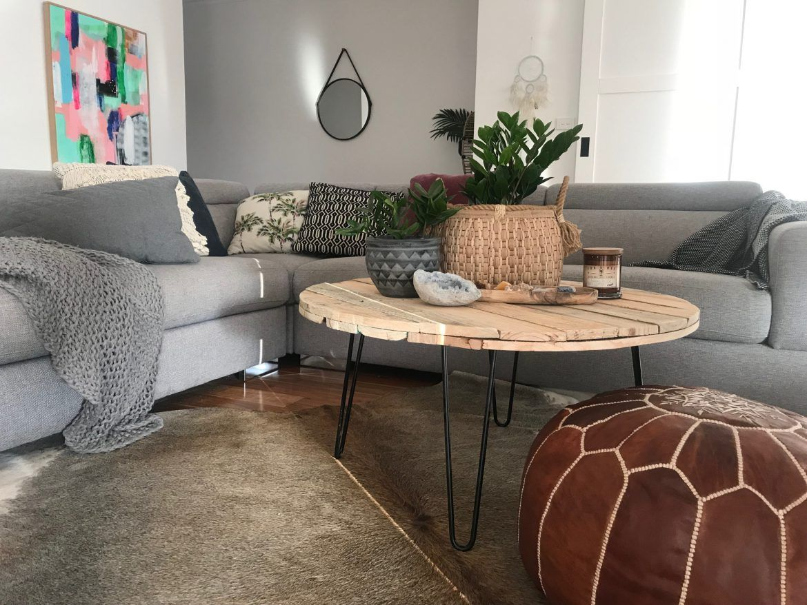 DIY round pallet coffee table with hairpin legs Table