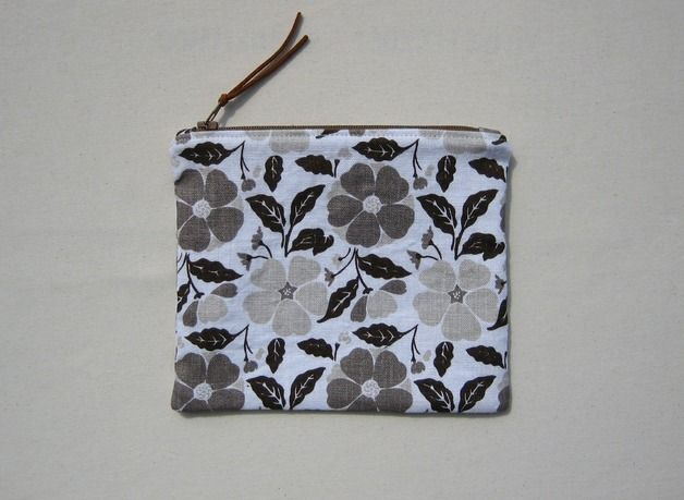 "Linen cosmetic bag ""Flowers"""