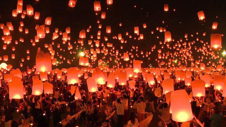 Festival Des Lanternes Volantes Au Nord De La Thailande Fete Des Lumieres Festival Lanterne