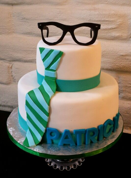 Hipster Birthday Cake With Fondant Glasses And Tie Dulce