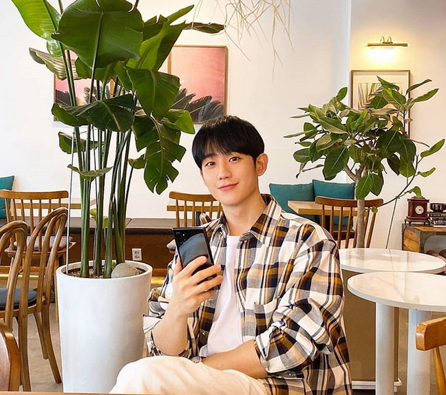 Pin oleh Nina L di Jung Hae In, 정해인 di 2020 | Aktor, Korea