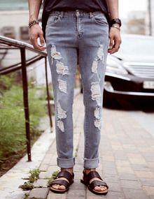 Today's Hot Pick :ダメージカットデニムロールアップ http://fashionstylep.com/SFSELFAA0011534/top3666jp1/out 淡い色感が夏色のデニムです。 シンプルな形に、ダメージ加工がオシャレな雰囲気。 シルエットはスリムで膝丈をきれいに見せるストレートです。 裾野ロールアップ幅によって、違うテイストのオシャレを楽しめます。