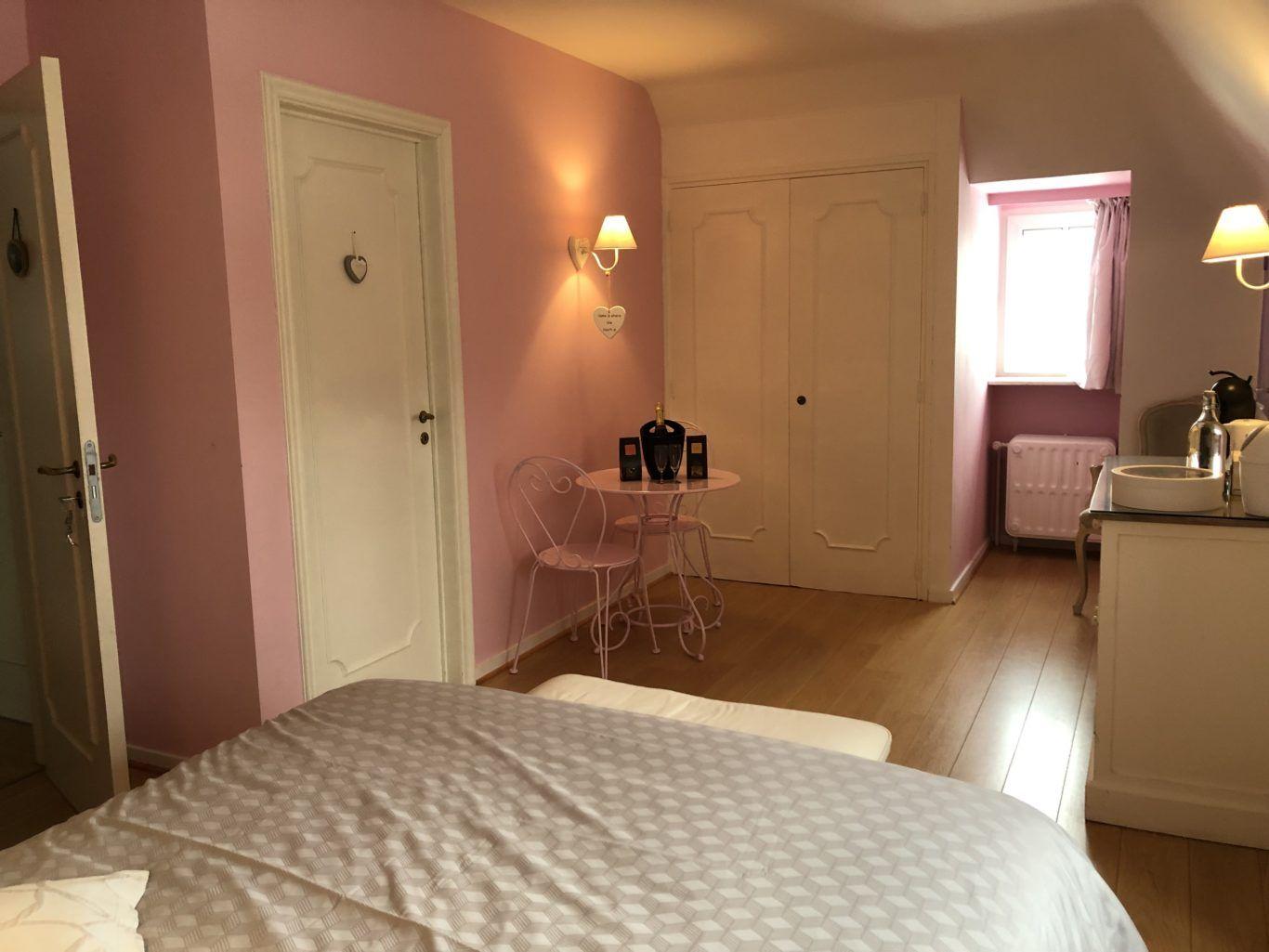 Gwendoline En 2020 Avec Images Chambre A Louer Chambre A Coucher Decoration Interieure