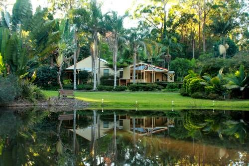 Kiwarrak Country Retreat Koorainghat Kiwarrak Country Retreat is set in 10 acres of beautiful gardens and bushland. It is surrounded by state forest and national parks between Old Bar Beach and Taree, both 9 km away.