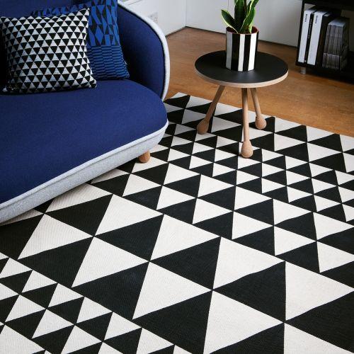 Tapis contemporain à motifs triangles noir et blanc Déco salon