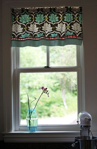Attractive DIY Kitchen Curtain
