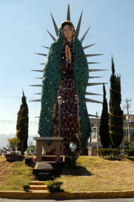 La impresionante Virgen de Guadalupe de 16 metros es una de las grandes obras del Maestro Raymundo Cobo, se ubica en el fraccionamiento llamado la Guadalupana. La efigie elaborada con latón y cobre se ubica en la glorieta del acceso principal al fraccionamiento y fue bendecida en 1999 por el obispo Onésimo Cepeda.