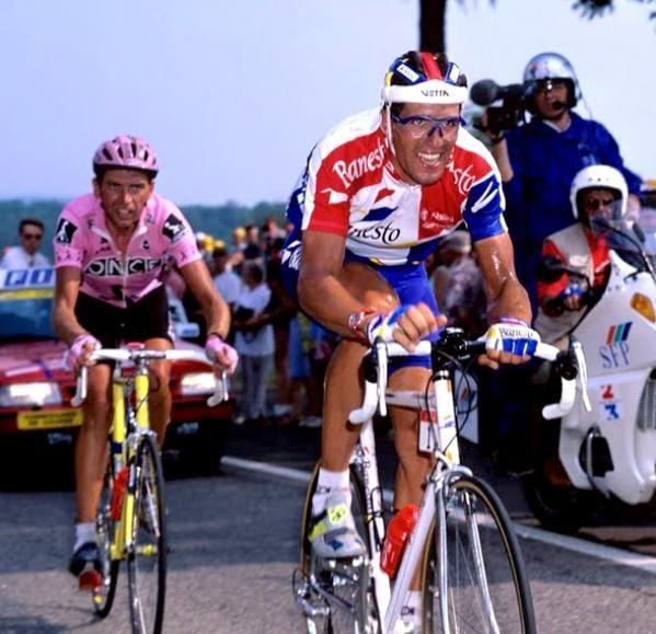 El día que Induráin asaltó Lieja (1995). El Tour de 1995 fue uno de los más locos de la historia. Induráin llegaba a la Grande Boucle tras renunciar al Giro. Mucha gente entre ellos un fanfarrón Bjarne Riis dijo que el navarro iba conmiedo, que era vencible o que ya iba cuesta abajo. Y Miguelón se picó en la séptima etapa entre Charleroi y Lieja ciudadbelgaasociada históricamente al deporte de las dos ruedas, metiendo miedo, mucho miedo.El día siguiente había una crono de 54 kilómetrosque…