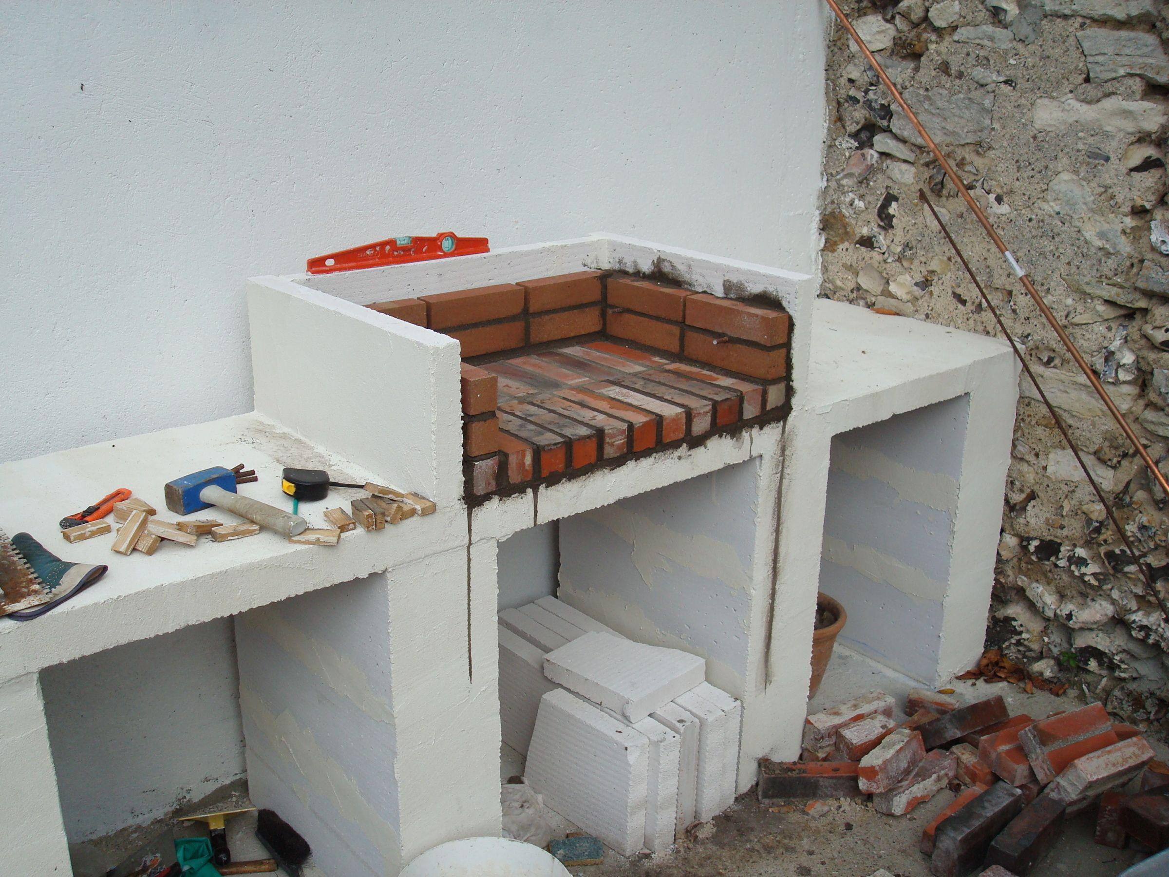 Construction D Un Barbecue Sur Mesure En 2020 Construire Un Barbecue Cuisine Exterieure Simple Barbecue En Beton