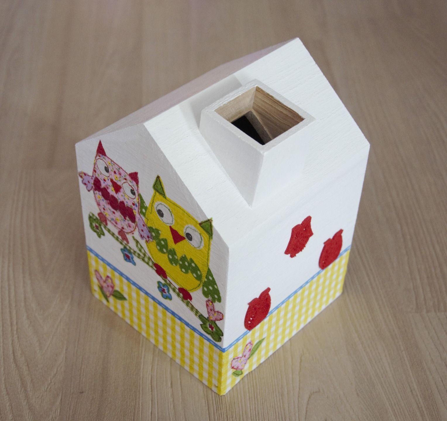 boite mouchoirs en bois en forme de maison hiboux accessoires de maison par planete b. Black Bedroom Furniture Sets. Home Design Ideas