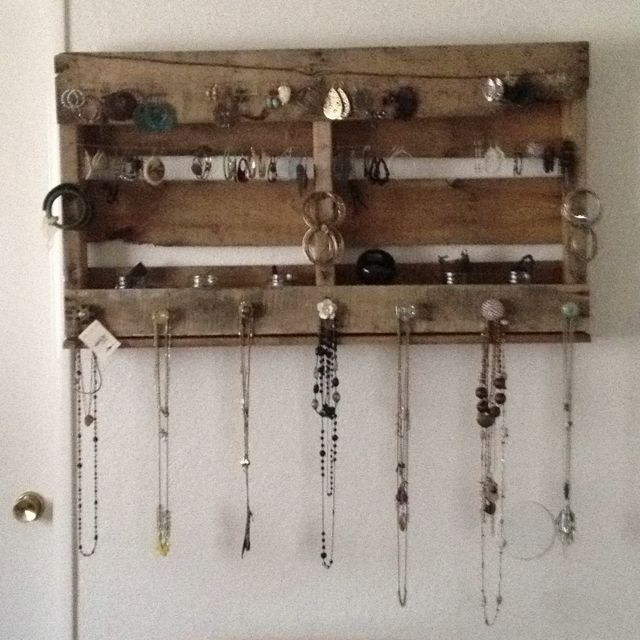 Pin By Andrea Eckenrod On Crafts Diy Decor I Need Pallet Jewelry Holder Pallet Home Decor Diy Jewelry Holder