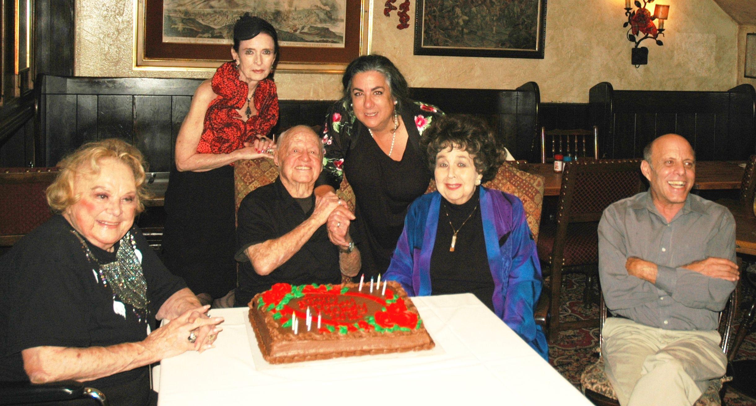 Hos Mickey Rooneys 92. fødselsdagsfest fra venstre mod højre-4542