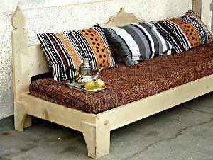 cette banquette sert de support aux explications du livre banquettes lits et canap s canap. Black Bedroom Furniture Sets. Home Design Ideas