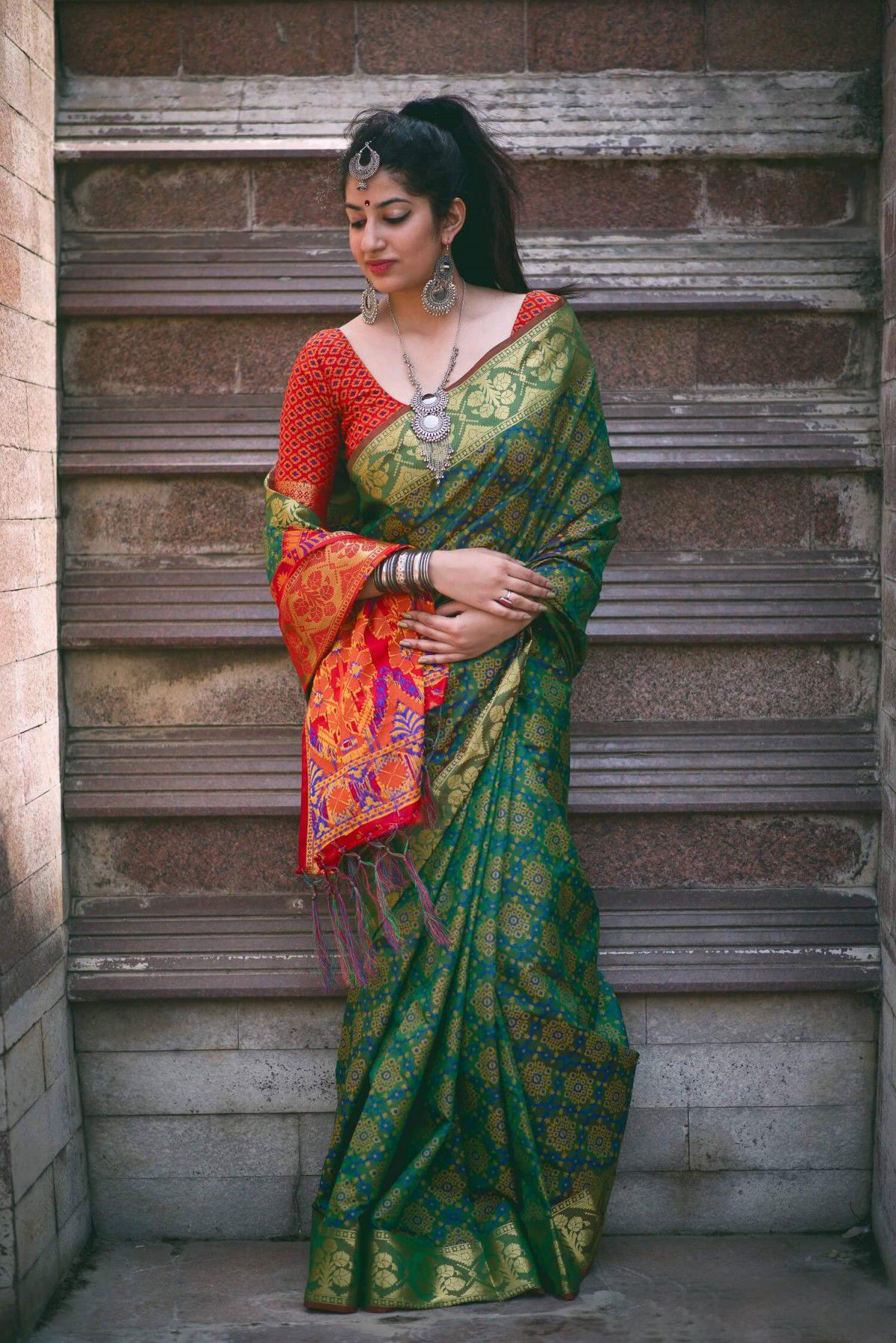 a8582e904ddd2d green color designer patola saree with blouse piece