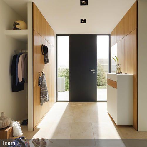 Garderobe hinter der trennwand aus holz doors interiors for Garderobe holz