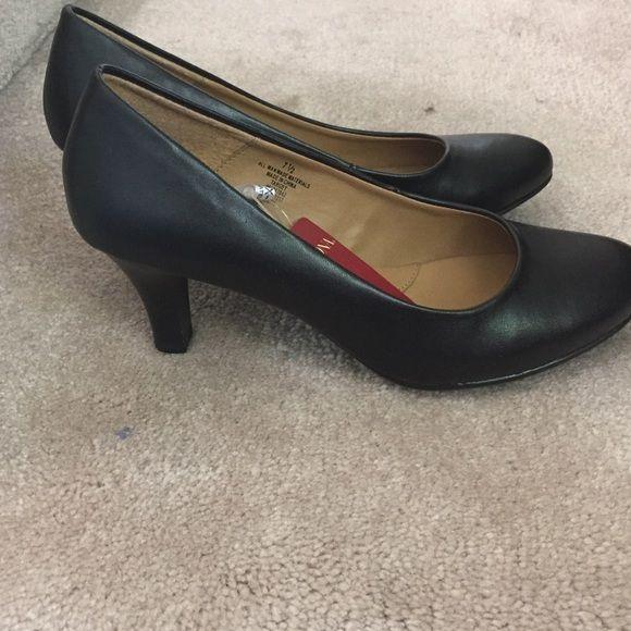 NWT Merona size 71/2 heels. Never worn! Still with tags. Merona Shoes Heels
