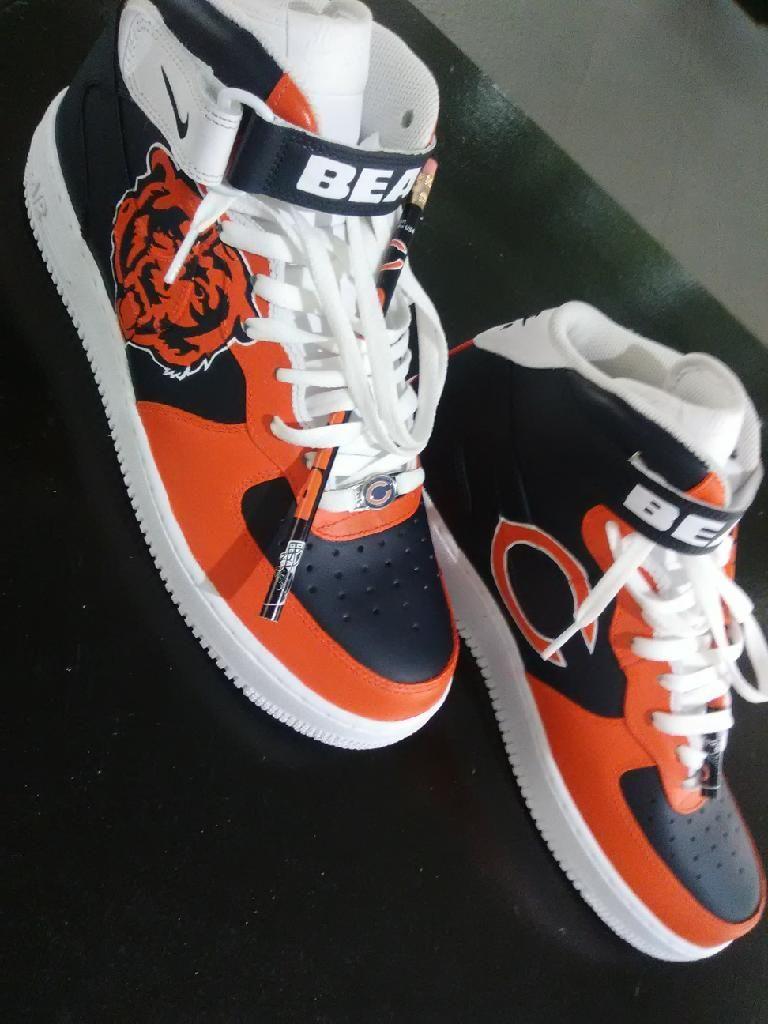 Chicago Bears Custom Sneakers By Www Instagram Com Roccustomart Chicagobearssneakers Chicagobears Beardown Bearssnea Sneakers Sneakers Nike Custom Sneakers