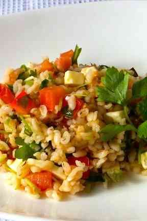 炊飯押し麦とトマトのサラダ,タブレ風の画像
