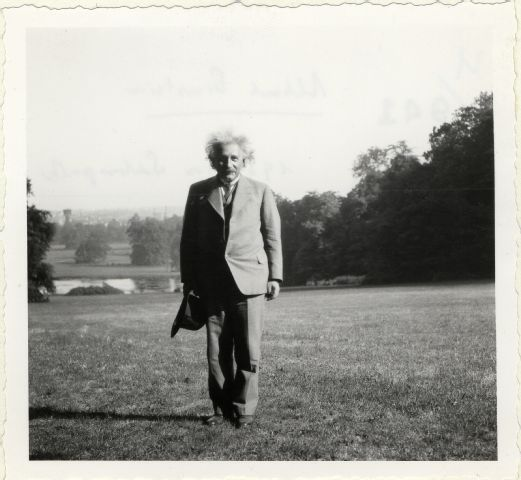 Einstein, Albert (1879-1955) in Laeken, Belgien; Portr_03085