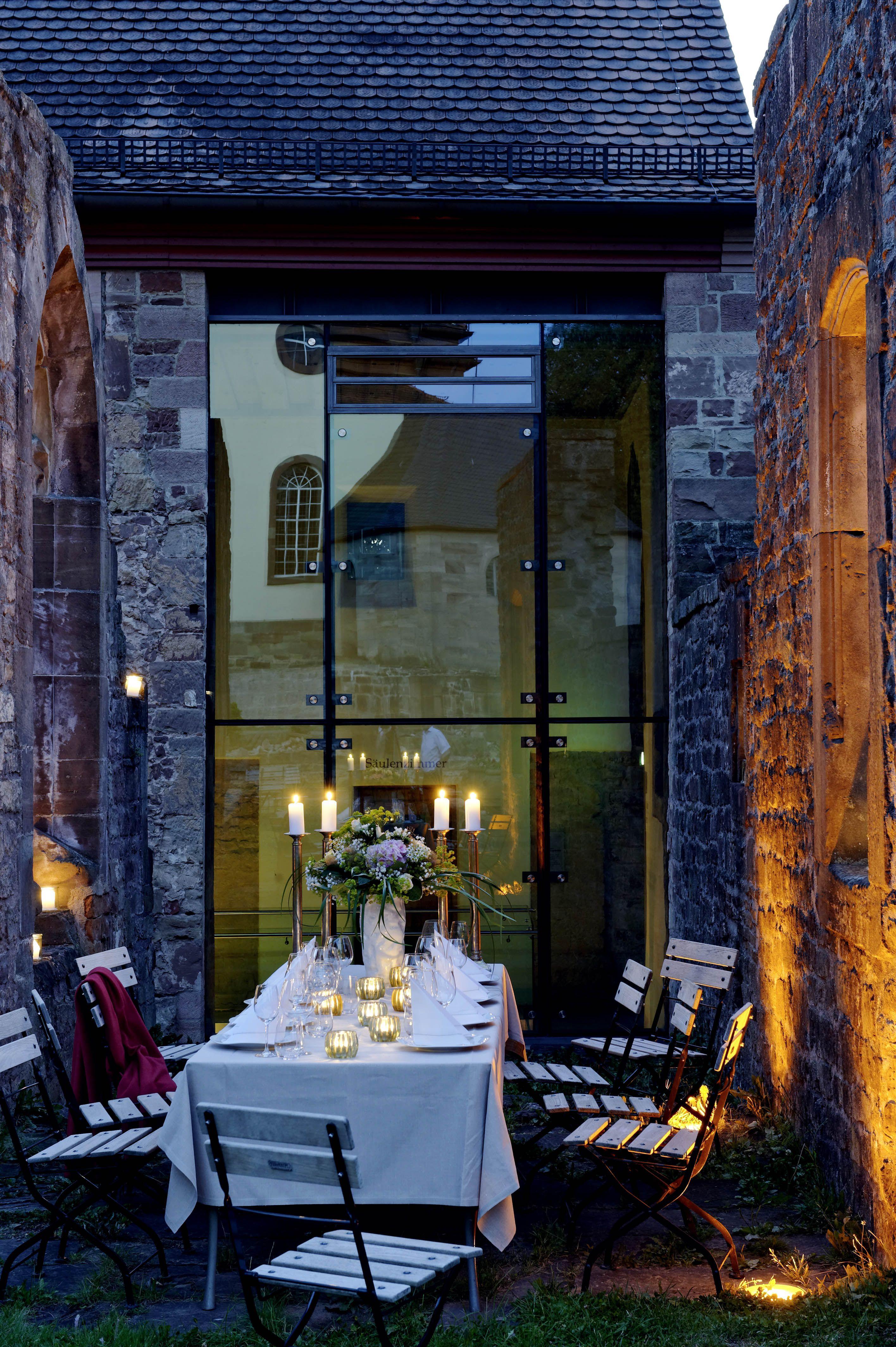 Gemütliches #Ambiente beim #Abendessen in der #Ruine des #Hotel ...