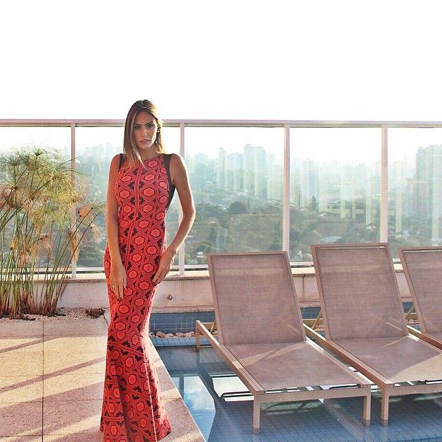 {LADY IN RED pra inspirar!} Vestido sereia i͟͟n͟͟c͟͟r͟͟ív͟͟e͟͟l͟͟ by @strass_fashion!  IN LOVE!!! #prainspirar #amazingdress #partydress #maricoelho