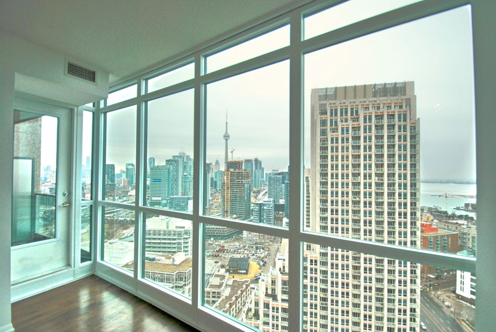 For Rent 2 Bedroom Den Condo In The Heart Of Fort York Toronto Condo Rent Downtown
