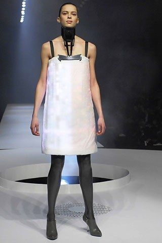 Chalayan Fall 2007 Ready-to-Wear Fashion Show - Elise Crombez