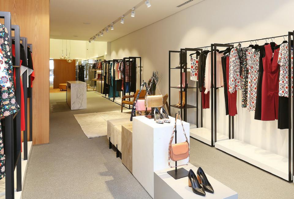 Decoraç u00e3o loja roupas e acessórios s u00e3o valorizados pela arquitetura Loja Loja feminina  -> Decoracao Para Loja Feminina Pequena
