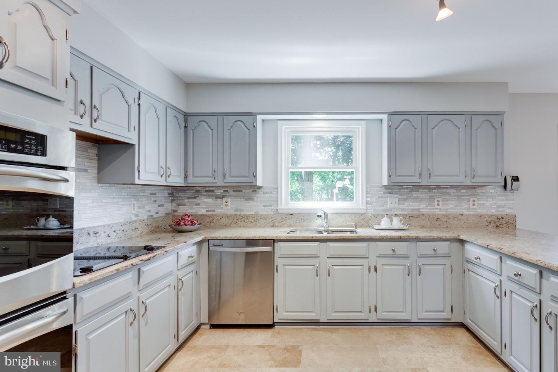 Matrix In 2020 Home Decor Kitchen Cabinets Home