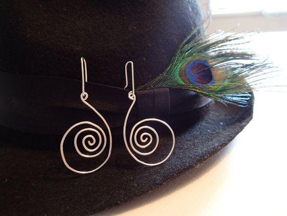 Silberdraht Ohrringe Spiral Tropfen. von LaSolis auf Etsy   Diy ...