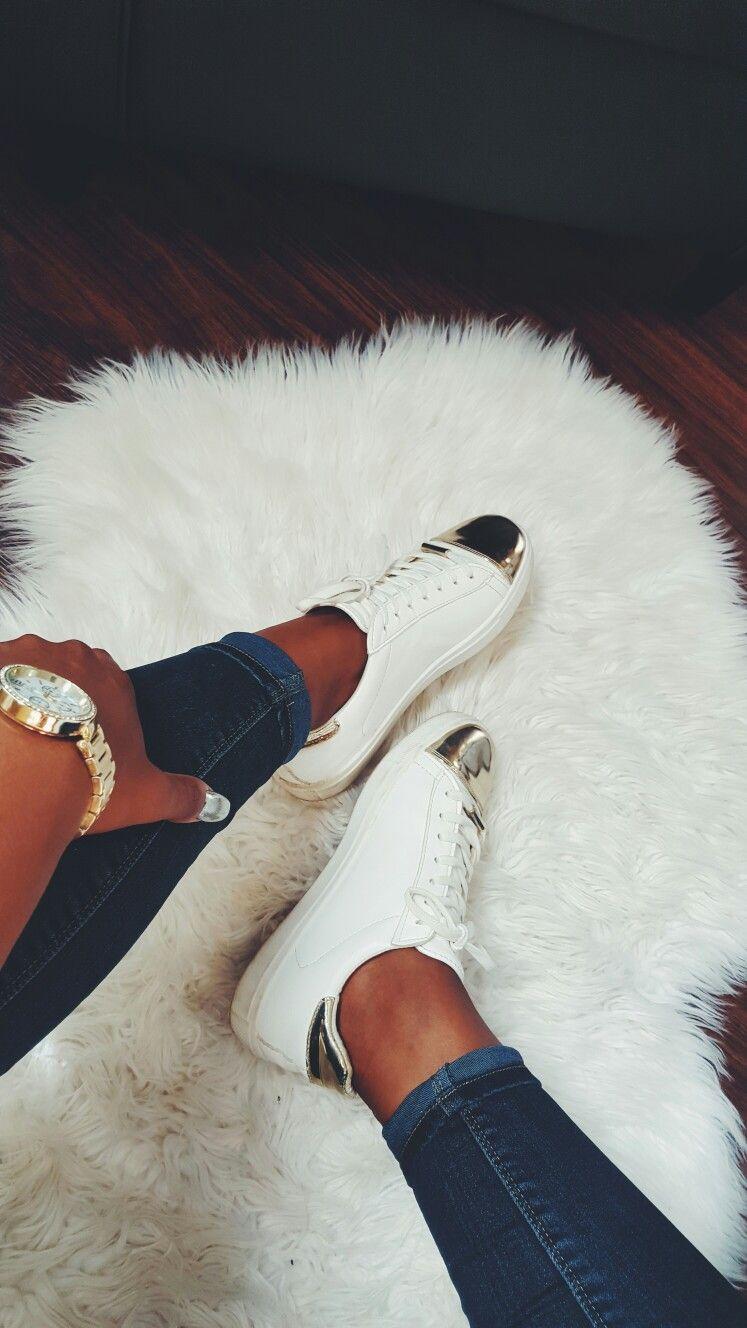 White on white⚪