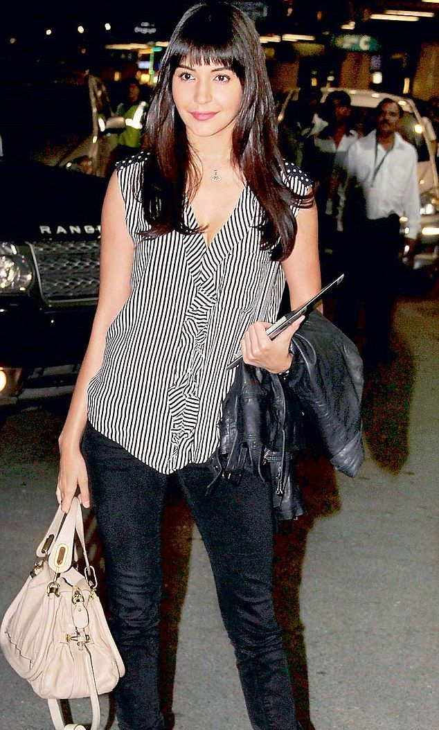 Anushka Sharma likes to keep it casual and easy. Taking ...
