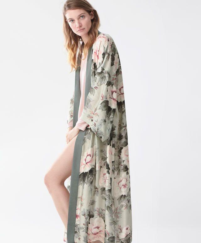 Oysho - Robe de chambre fleur japonaise  dc52b4c1d20