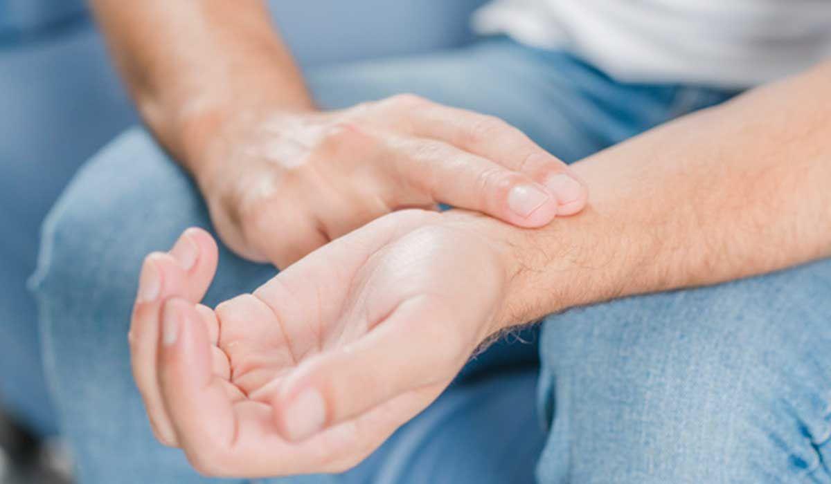 ما هو معدل دقات القلب الطبيعي Male Hands Food Illustrations Hands