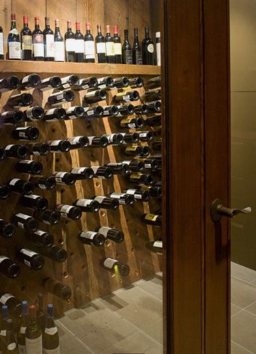 Harizmaticheskij Interer Ot Robert Bailey Wine Bottle Storage