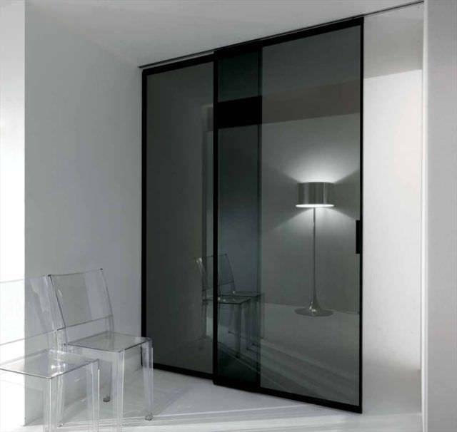 Porta scorrevole di alluminio a due battenti a tutta altezza pavilion minimal by antonio - Porte a tutta altezza scorrevoli ...
