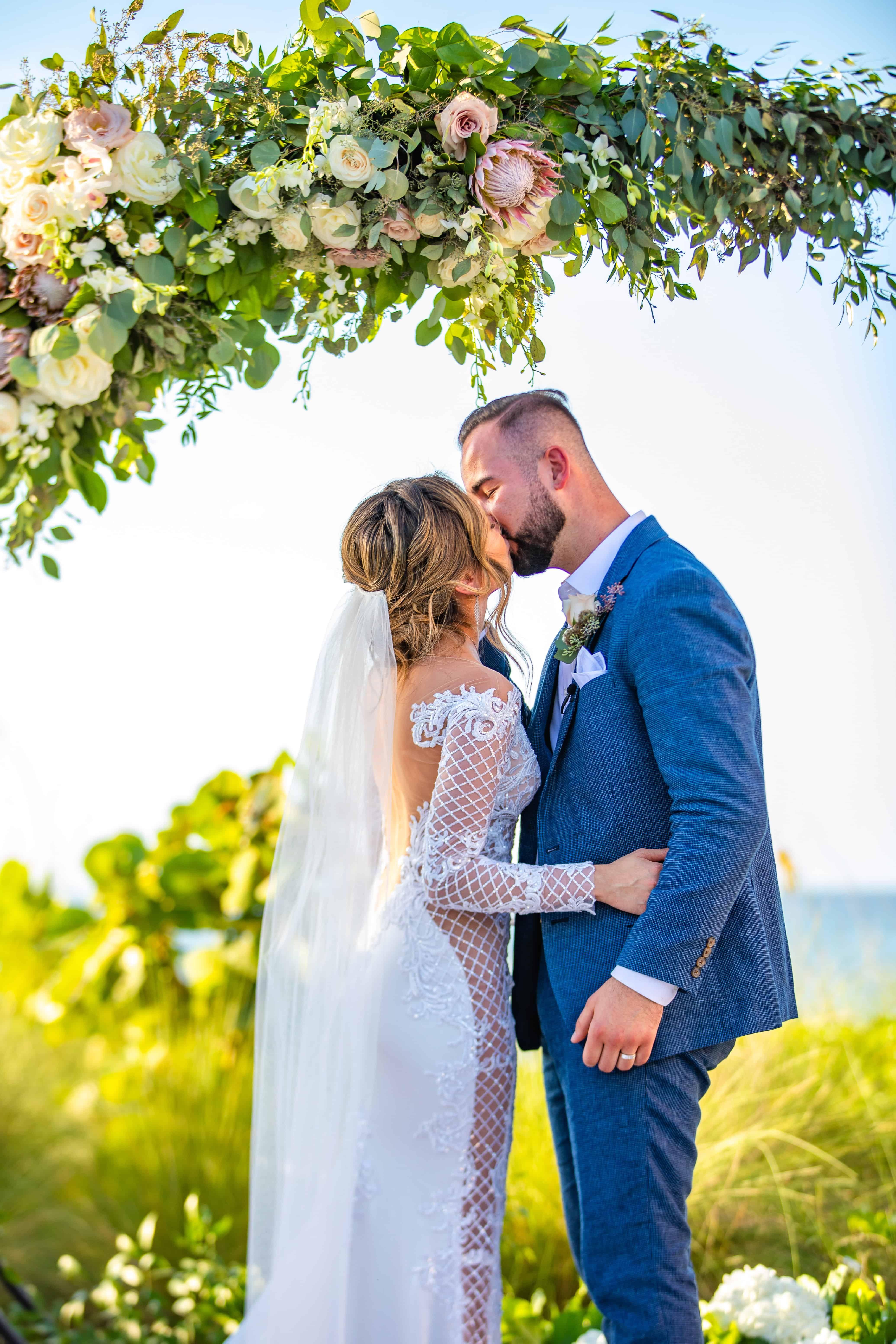 Joyous Paradise Island Wedding At Atlantis Bahamas Ana Nick Chic Bahamas Weddings Bahamas Wedding Island Weddings Paradise Island