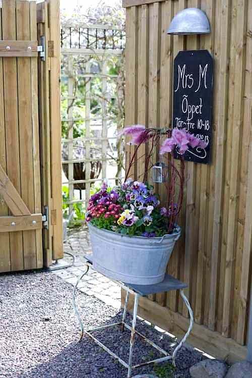 Decoraci n del jard n con tiestos y jarrones vintage y - Ideas originales jardin ...