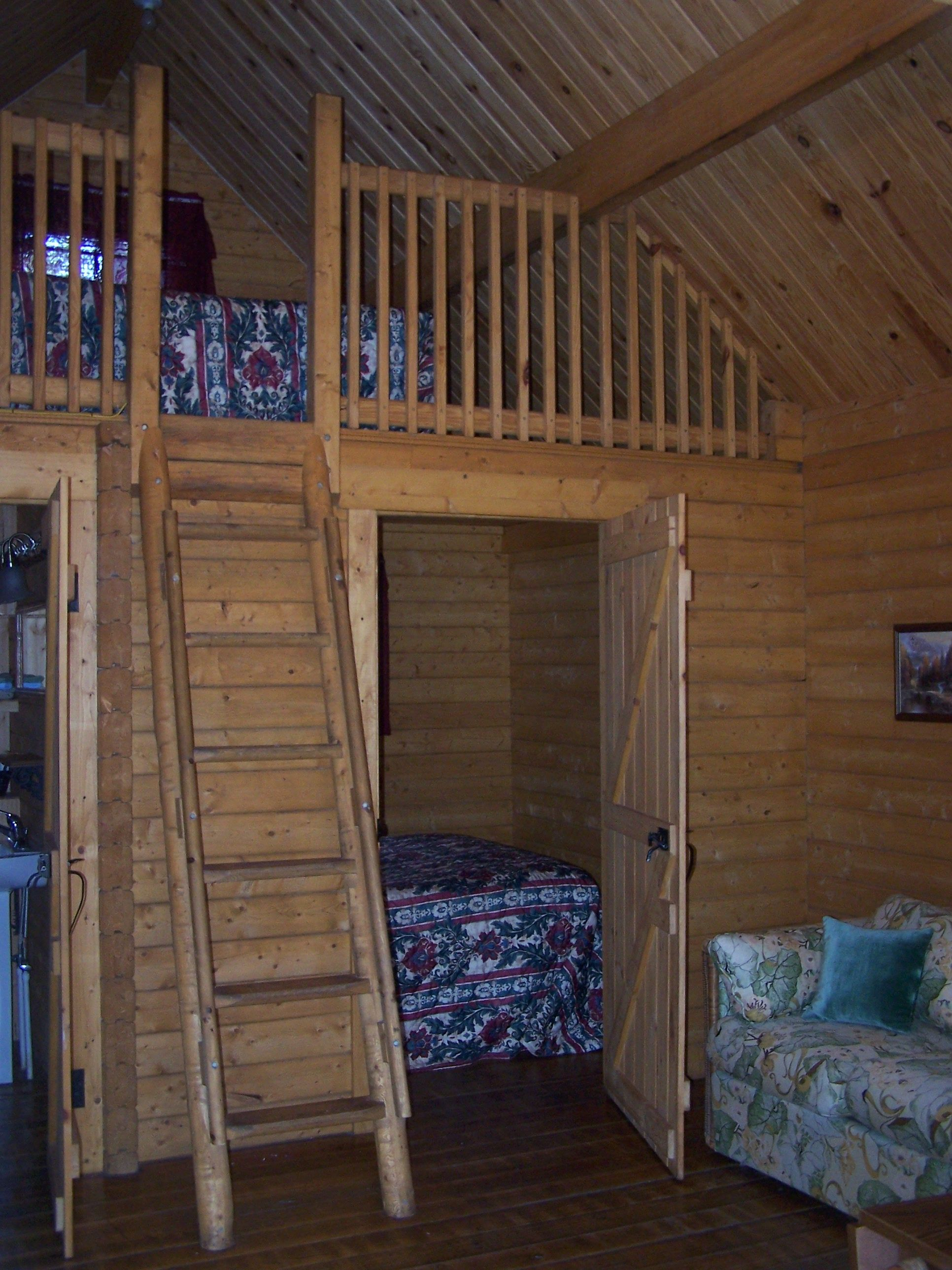 Small cottage plans with loft log cabin rentals florida for Loft cabins