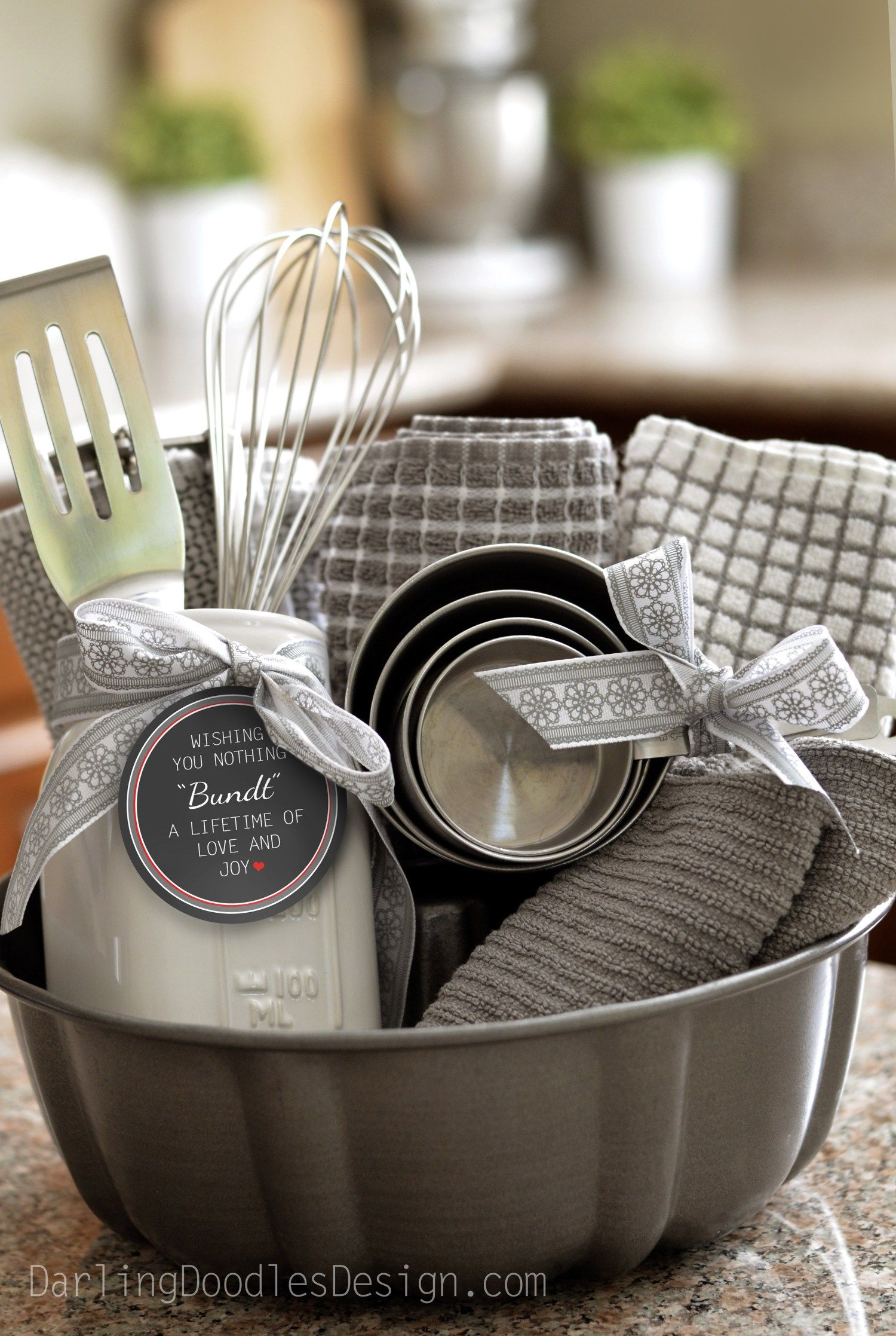 Bundt Pan Gift Idea and Printable Tag New Neighbor
