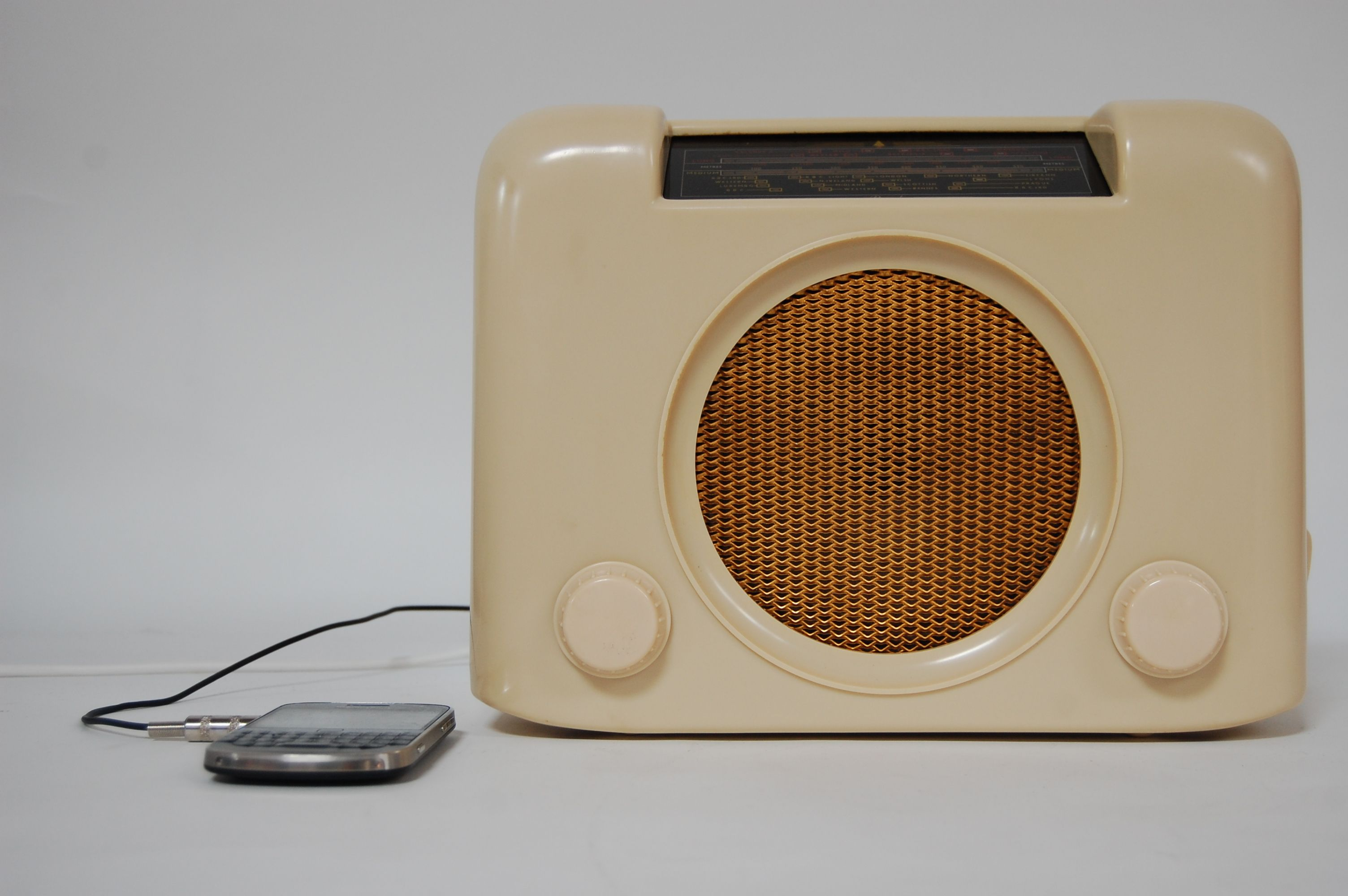 Restored 1950s Bush Bakelite Radio. Fully working and MP3 compatible ...