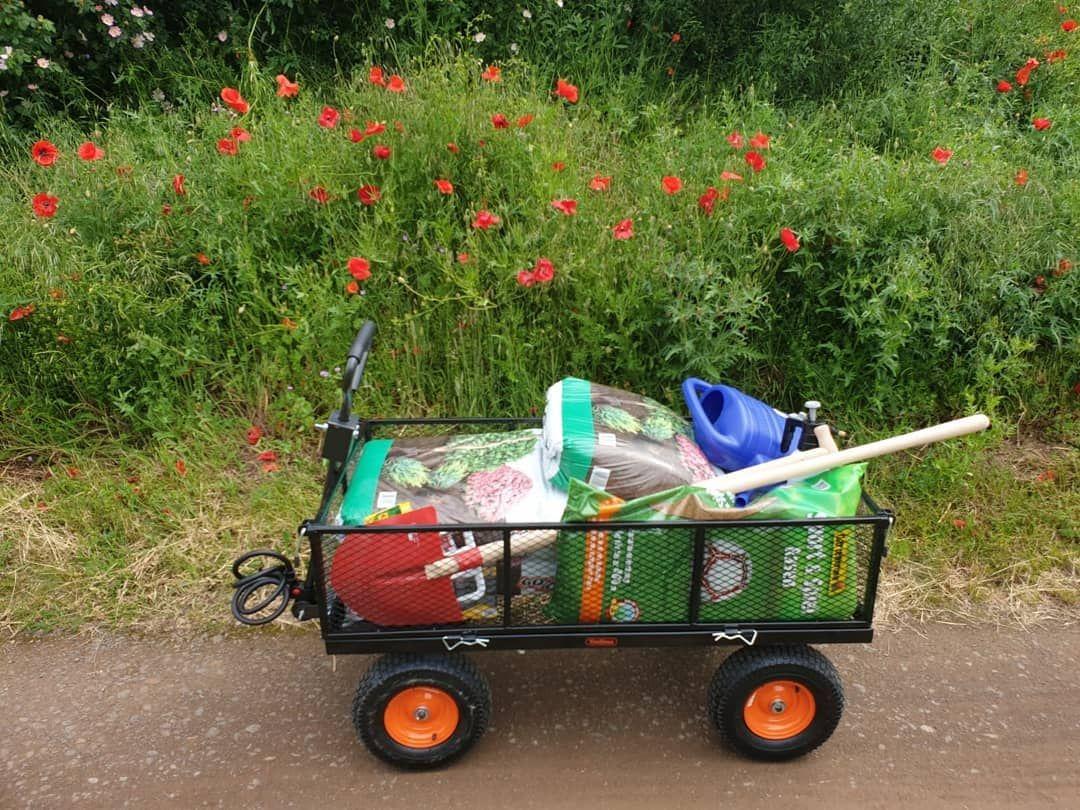 So Geht Man Heutzutage Im Baumarkt Einkaufen Und Gartenabfall Wegbringen Ja Wir Sind Die Bekloppten Mit Dem Bollerwagen Gartenabfall Gartenbau Bollerwagen