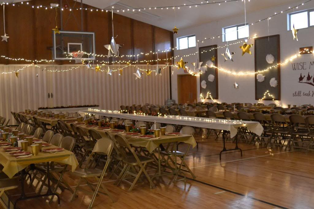 How to Decorate a Gym for a Christmas Party - Tip Junkie | Church ...
